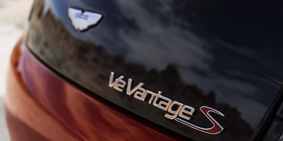 V12 Vantage S Roadster - 10