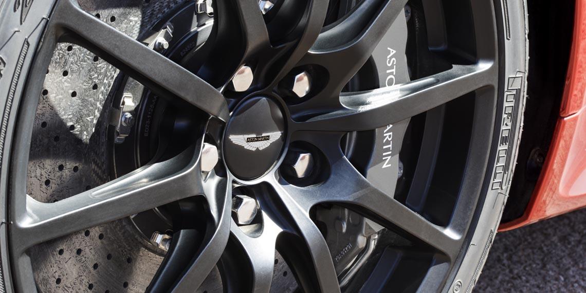V12 Vantage S Roadster - 8