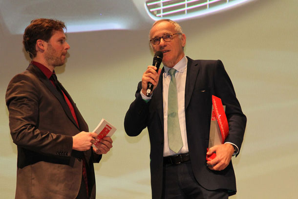 Dr Ulrich Bez Receives Award